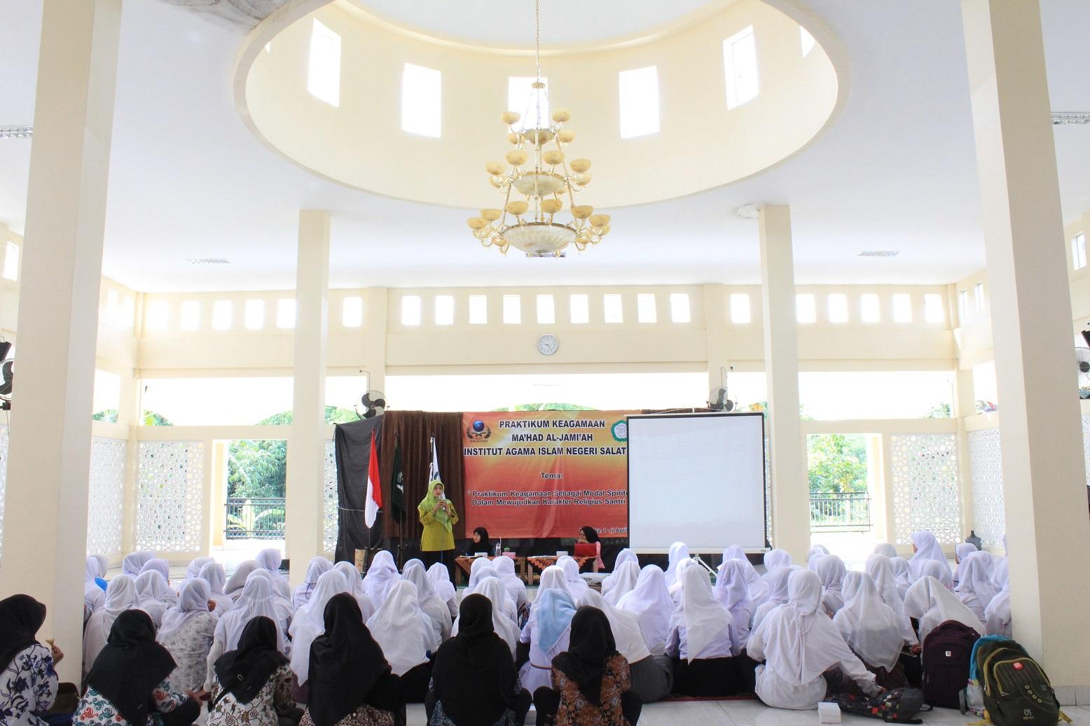 Suasana Santri saat mengikuti kegiatan Praktikum Keagamaan di Masjid At-Tayyar Salatiga