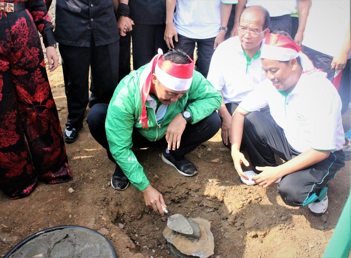 Menpora mletakkan batu pertama di area pembangunan sport centre''