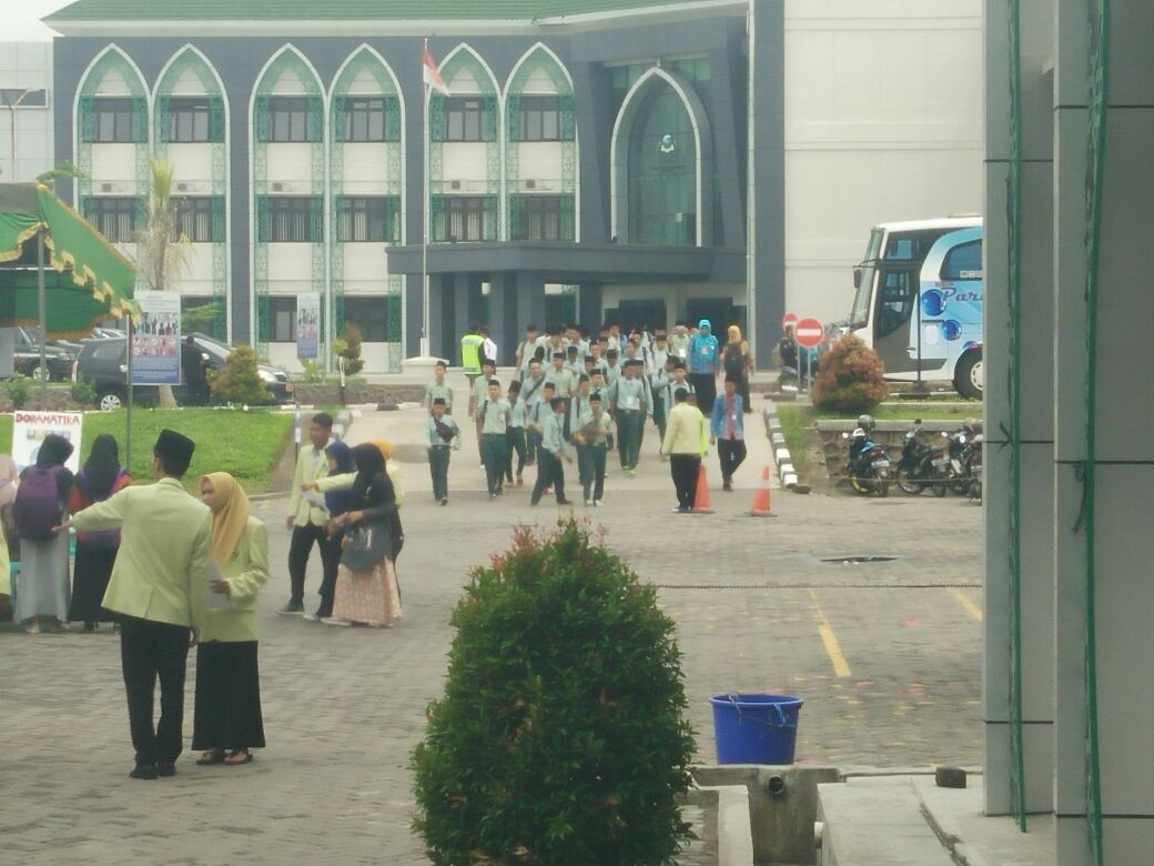 MA Al Iman mengelilingi kampus tiga IAIN Salatiga
