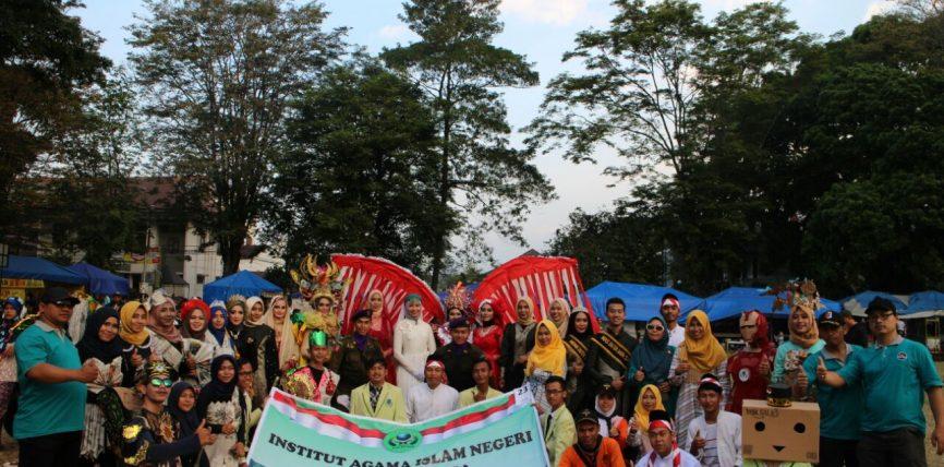 IAIN Salatiga Tampil Perdana dalam Karnaval